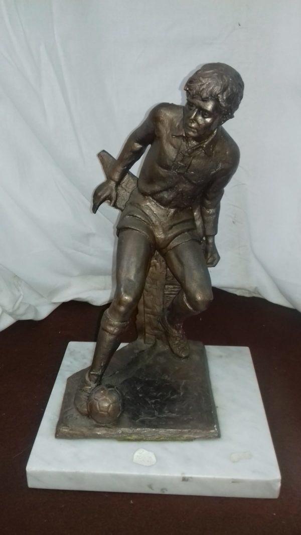 Statua di calciatore