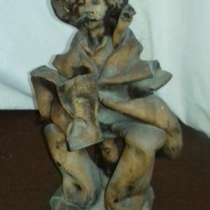 Statua di anziano in terracotta