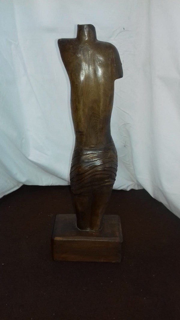 Scultura busto in legno