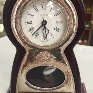 Orologio da tavolo con pendolo in argento e mogano
