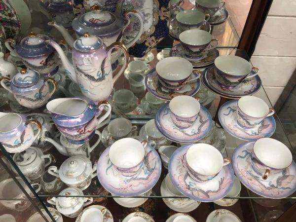 Servizio da tè in porcellana con disegno del drago