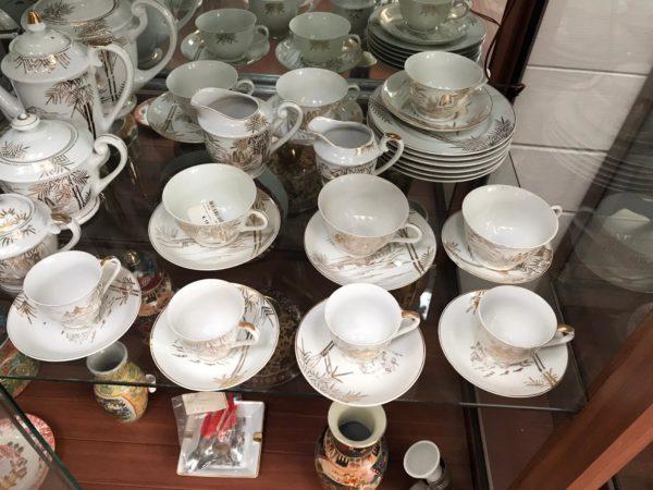 Servizio da tè in porcellana bianco ,oro e argento